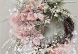 45 Breathtakingly Beautiful Christmas Wreaths To Decorate Your Front Door