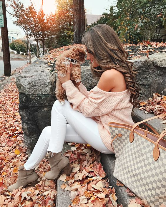 Fall outfits with white, pink and cream Louis Vuitton Neverfull outfits
