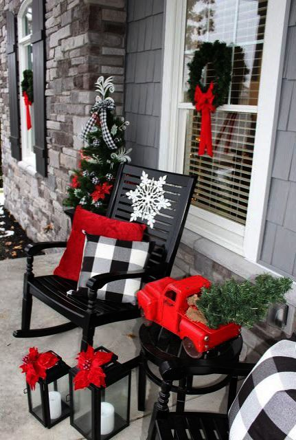 DIY Christmas outdoor decorations for porch with buffalo plaid