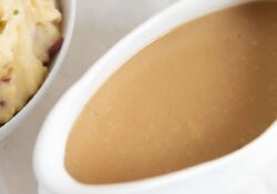 EASY Homemade Turkey Gravy - I Heart Naptime