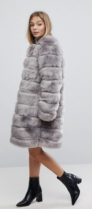 27+ Best Womens Coats To Steal From Fashion Bloggers: These coats for women will make you look like the ultimate fashionista. Have a look at the top styles, including fall coats for women, ladies winter coats, warm coats for women, stylish coats, for women and other coats jackets and cardigans. These casual coats for women include many different styles, for example this grey faux fur coat. #womenscoats #coatsforwomen #fallcoatsforwomen #fallcoats #greyfauxfurcoat #fauxfurcoat