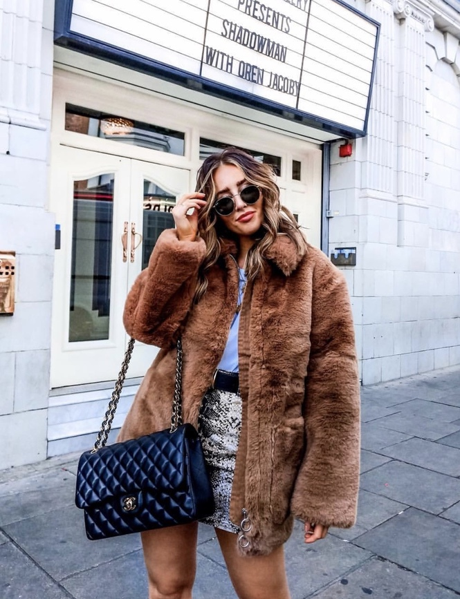 27+ Best Womens Coats To Steal From Fashion Bloggers: These coats for women will make you look like the ultimate fashionista. Have a look at the top styles, including fall coats for women, ladies winter coats, warm coats for women, stylish coats, for women and other coats jackets and cardigans. These casual coats for women include many different styles, for example this camel teddy coat / camel faux fur coat. Image by ©️SophieMilner_FS #coatsforwomen #teddycoat #shearlingjacket
