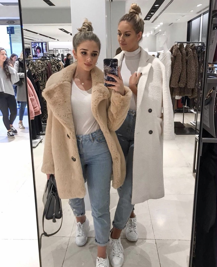 27+ Best Womens Coats To Steal From Fashion Bloggers: These coats for women will make you look like the ultimate fashionista. Have a look at the top styles, including fall coats for women, ladies winter coats, warm coats for women, stylish coats, for women and other coats jackets and cardigans. These casual coats for women include many different styles, for example this cream teddy coat / cream faux fur coat. Image by ©️Katherine_Bondd #coatsforwomen #teddycoat #shearlingjacket