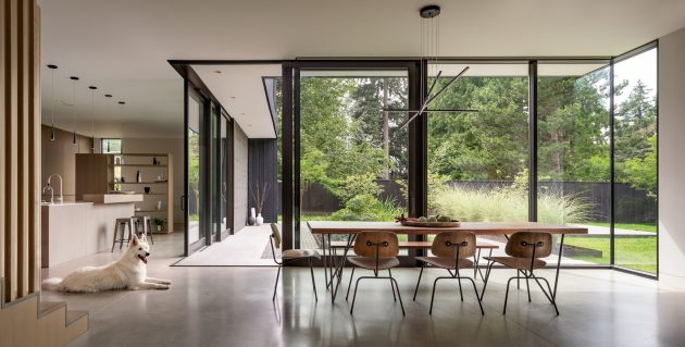 Yo-Ju Courtyard House en Clyde Hill, Washington por Wittman Estes